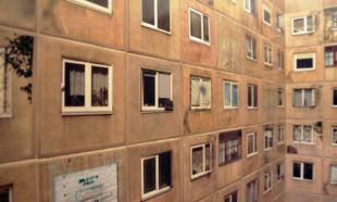 Blokowisko na ścianie – takiego pomysłu na kafelki jeszcze nie było