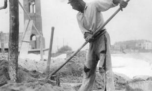 Kamienicznicy, partia, deweloperzy – kto budował mieszkania Polaków przez ostatnie 100 lat?